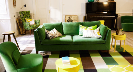 Gorgeous velvet kelly green Ikea sofa (wish I was brave enough for a green couch in my own home!)