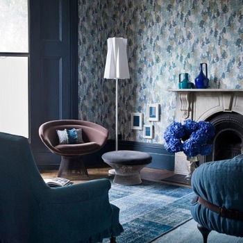 This is a lovely example of a monochromatic blue room.